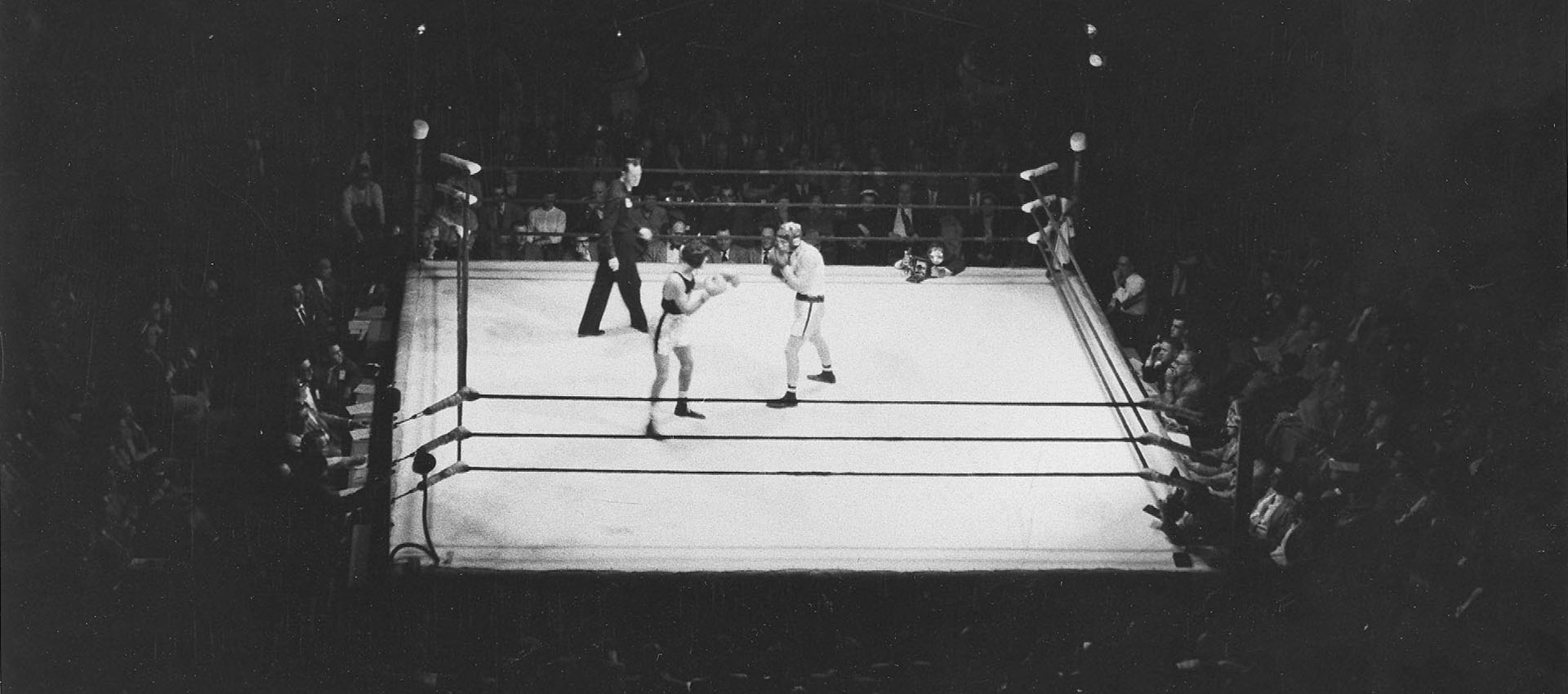 Boxing_ring_photo_headline_main